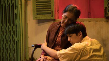 Khac Minh ap luc khi duoc lam con cua NSUT Kim Xuan - Anh 1