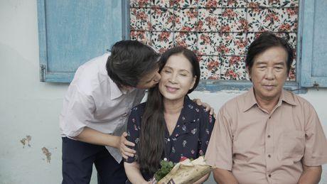 Khac Minh ap luc khi duoc lam con cua NSUT Kim Xuan - Anh 2