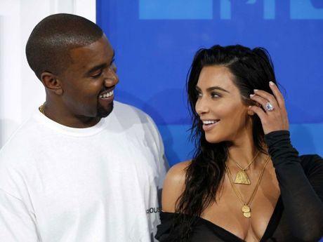 Kim Kardashian tuc truc tai benh vien cham soc Kanye West - Anh 1