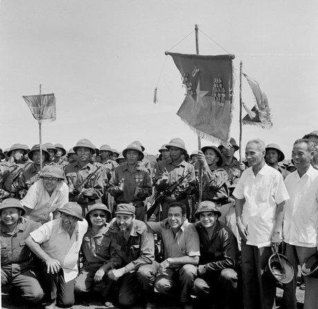 Chuyen tham Quang Tri cua Chu tich Fidel Castro - Anh 3