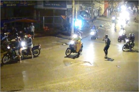 Thanh nien thoat chet may man duoi gam xe bon o Sai Gon - Anh 2