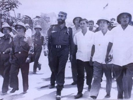 Ngay ay, Chu tich Fidel bat khoc ben bo Ben Hai - Anh 1