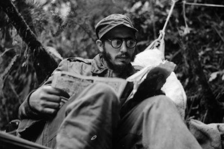 Fidel Castro: Cuba khong co tre that hoc vi doi ngheo - Anh 2