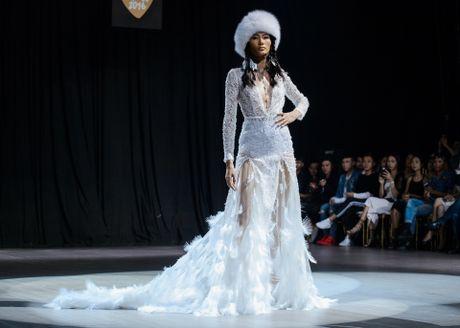 'Thieu nu Mong Co' Lan Khue do bo san catwalk - Anh 11