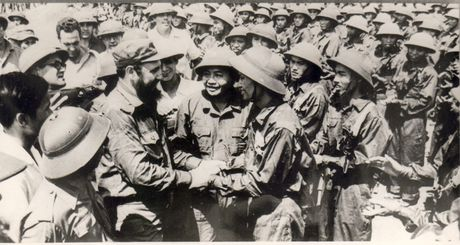 Fidel Castro: Vi VN, Cuba san sang hien dang ca mau minh - Anh 1