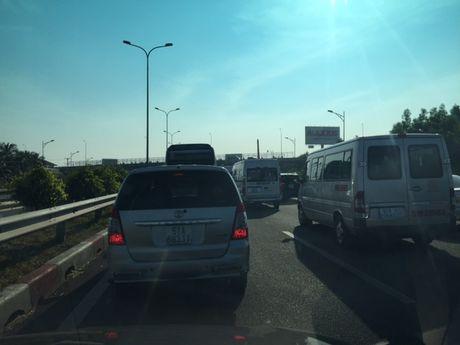 Ket xe nghiem trong tren cao toc Long Thanh-Dau Giay sau tai nan - Anh 8