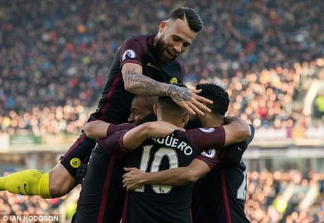 Man City len dau bang, gui chien thu den Liverpool, Chelsea - Anh 1