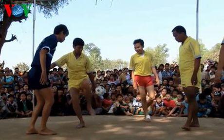 Chinlone - 'Bong da duong pho' cua nguoi Myanmar - Anh 1