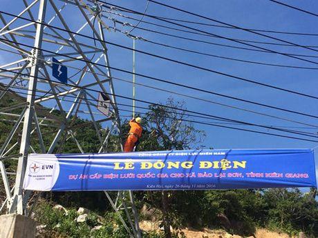 Van hanh thanh cong duong dien 110 kV vuot bien dai nhat Viet Nam - Anh 1