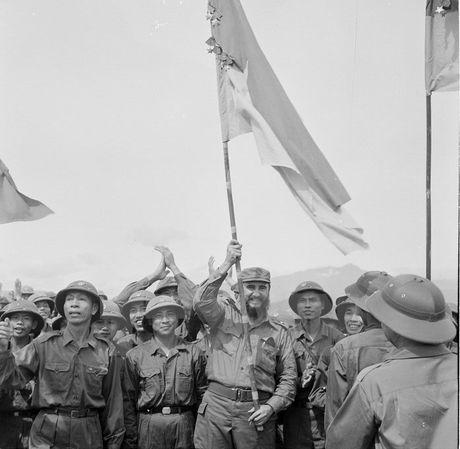 Phim mau Lanh tu Cuba Fidel Castro tham Viet Nam nam 1973 - Anh 1