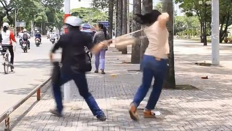 Dung gay sat cuu thieu phu khoi ke hiep dam co duoc khong? - Anh 2
