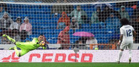 Ronaldo toa sang duoi con mua tren san Bernabeu - Anh 7