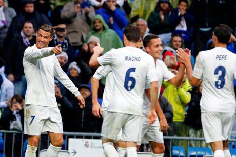 Ronaldo toa sang duoi con mua tren san Bernabeu - Anh 9