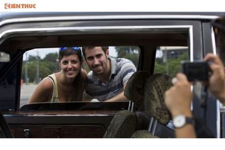 Limousine cua ong Fidel Castro 'tai sinh' thanh taxi tai Cuba - Anh 10