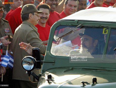 Limousine cua ong Fidel Castro 'tai sinh' thanh taxi tai Cuba - Anh 11