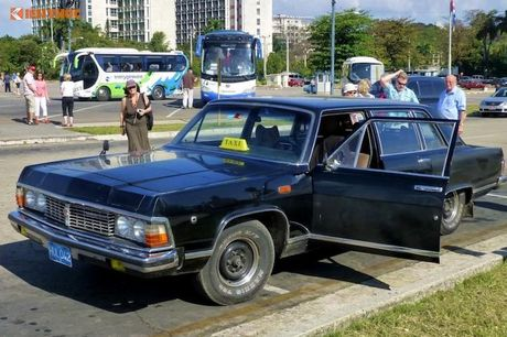 Limousine cua ong Fidel Castro 'tai sinh' thanh taxi tai Cuba - Anh 1