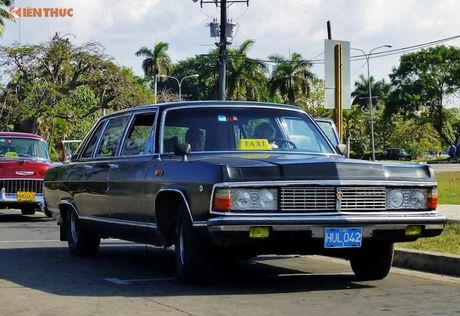 Limousine cua ong Fidel Castro 'tai sinh' thanh taxi tai Cuba - Anh 2