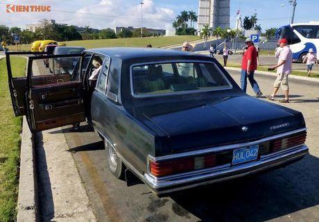 Limousine cua ong Fidel Castro 'tai sinh' thanh taxi tai Cuba - Anh 3