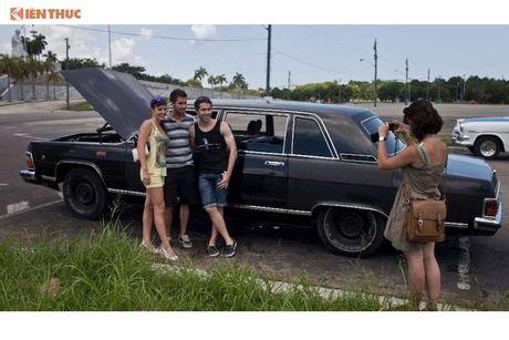 Limousine cua ong Fidel Castro 'tai sinh' thanh taxi tai Cuba - Anh 9