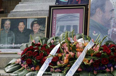 Hang trieu nguoi dan Cuba khoc thuong lanh tu Fidel Castro - Anh 2