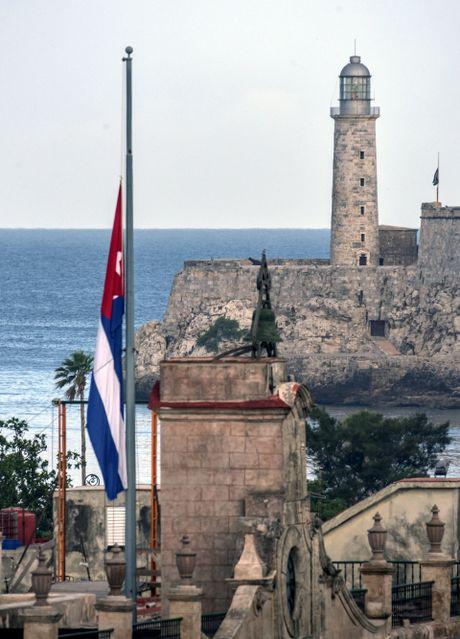 Hang trieu nguoi dan Cuba khoc thuong lanh tu Fidel Castro - Anh 4