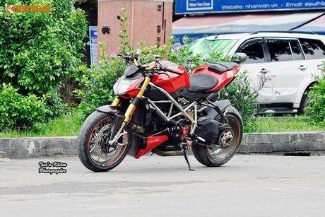 Biker Sai Gon len 'full do hieu' cho Ducati Streetfighter S - Anh 1