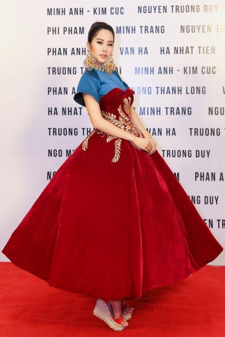 Nam Em hoa 'Hoang hau' quyen uy, lanh lung - Anh 11