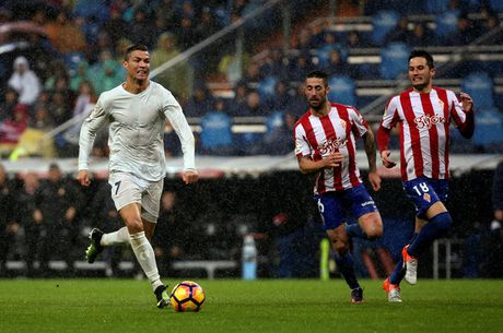 Ronaldo lap cu dup, Real Madrid co 3 diem day may man truoc Sporting Gijon - Anh 1