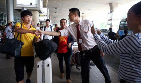 CDV TP.HCM nong nhiet chao don doi tuyen Viet Nam tro ve - Anh 13