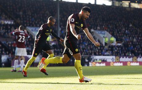 Man City va Liverpool cung thang, Leicester bi cam chan - Anh 1