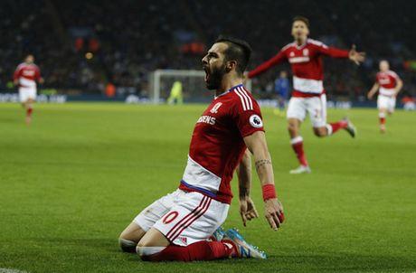 Man City va Liverpool cung thang, Leicester bi cam chan - Anh 2