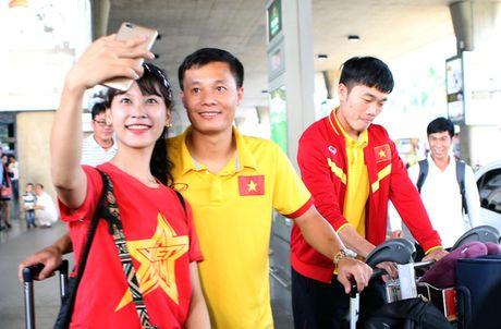 Cong Vinh va tuyen Viet Nam duoc chao don nong nhiet - Anh 12