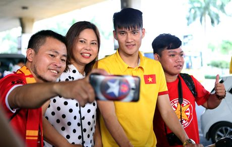 Cong Vinh va tuyen Viet Nam duoc chao don nong nhiet - Anh 5