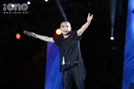 Phuong Thanh mang dau troc tia nghe thuat len san khau - Anh 9