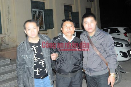 300 banh heroin duoc giau trong 5 can nhua khoet day - Anh 1