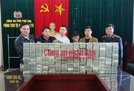300 banh heroin duoc giau trong 5 can nhua khoet day - Anh 3