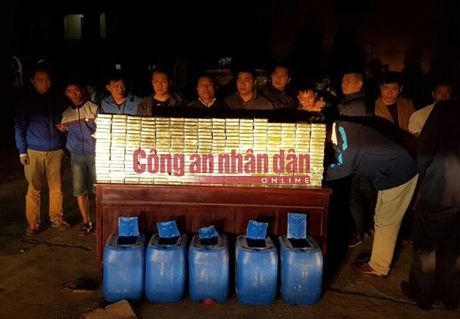 300 banh heroin duoc giau trong 5 can nhua khoet day - Anh 4