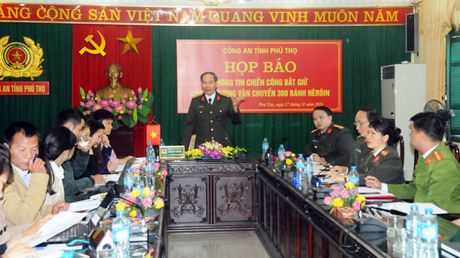 300 banh heroin duoc giau trong 5 can nhua khoet day - Anh 5