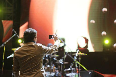 "Giong ca chinh cua Modern Talking quay phim fan Viet de ve ""diem danh"" voi vo - Anh 3"