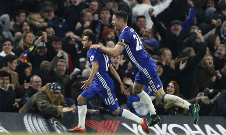 Nguoc dong thang Tottenham, Chelsea xay chac ngoi dau - Anh 1
