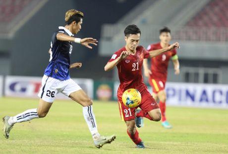 AFF Cup 2016: HLV Huu Thang noi gi khi thay Cong Phuong ra san? - Anh 3