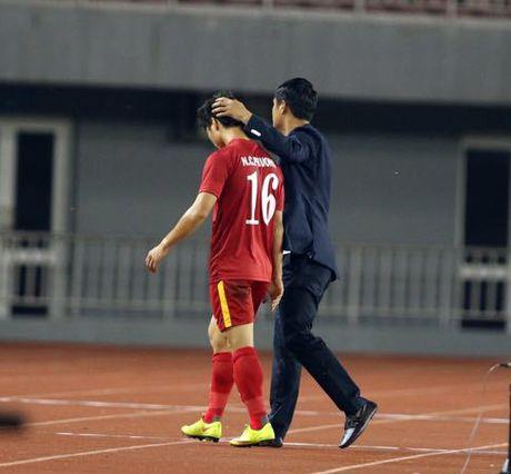 AFF Cup 2016: HLV Huu Thang noi gi khi thay Cong Phuong ra san? - Anh 5