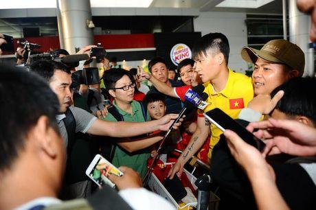 Vua xuong san bay, thay tro HLV Huu Thang da 'chim' trong vong vay nguoi ham mo - Anh 10