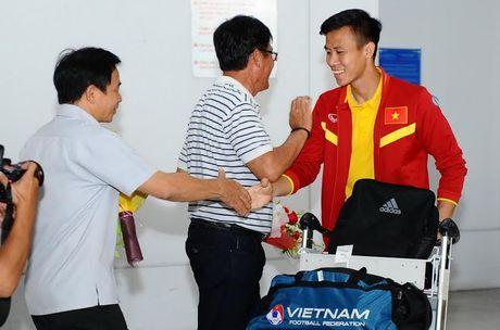 Vua xuong san bay, thay tro HLV Huu Thang da 'chim' trong vong vay nguoi ham mo - Anh 13