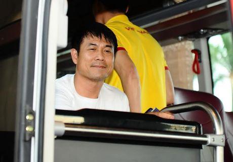 Vua xuong san bay, thay tro HLV Huu Thang da 'chim' trong vong vay nguoi ham mo - Anh 14