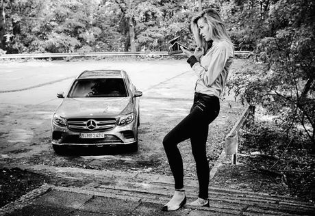 Mercedes lay long chi em qua anh lich 2017 'She's Mercedes' - Anh 18