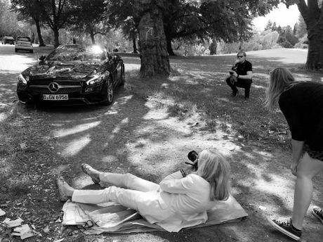 Mercedes lay long chi em qua anh lich 2017 'She's Mercedes' - Anh 2