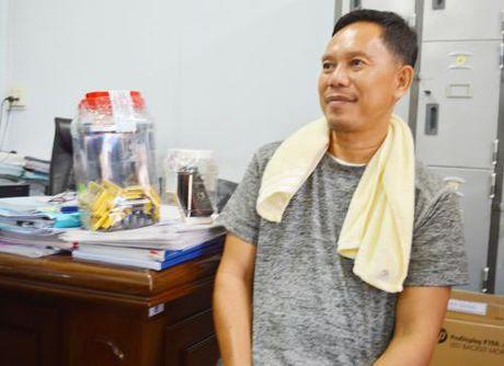 Van chuyen trai phep gan 18kg vang: Vu an bi khoi to - Anh 1