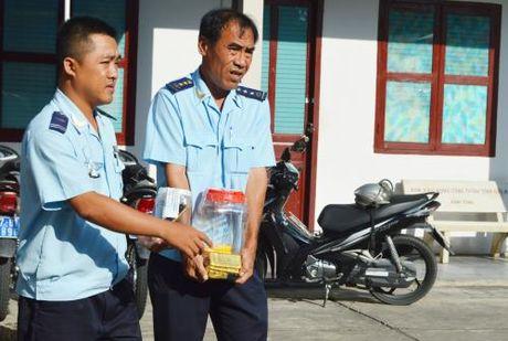 Van chuyen trai phep gan 18kg vang: Vu an bi khoi to - Anh 2