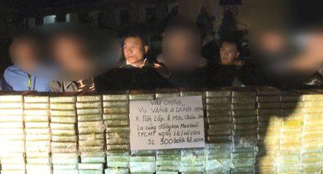 Phu Tho: Bat 4 doi tuong van chuyen trai phep 300 banh heroin - Anh 1